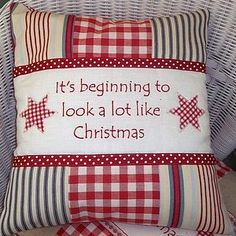 Kussen voor Kerst, deze is van stof maar maak hem eens met het speciale Kerst Designvilt. Kijk voor vilt op http://www.bijviltenzo.nl