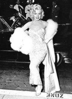 Marilyn Monroe at the premiere ofHow to Marry a Millionaire, November 4th 1953.