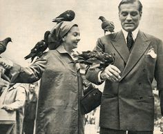 Vivien Leigh & Laurence Olivier and some feathered friends.