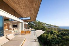 Casa Bell-Lloc by architecture office Studio Saxe is a concrete house featuring expansive coastal views and a swimming pool that reaches toward the sea. Pie Grande, Concrete Houses, Architecture Office, Tropical Houses, Art Design, Costa Rica, Swimming Pools, Beach House, Mansions