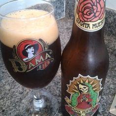 Cerveja Santa Muerte Nut Brown Ale, estilo English Brown Ale, produzida por Dama Bier, Brasil. 4.5% ABV de álcool.