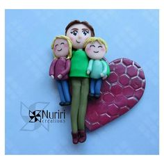 This is a commission for a mum and her two children.  #fimo #polymerclay #premo #sculpey #kato #craft #arcillapolimerica #clay #art #nuriricreations #manualidades #handmade #heart #corazon #mum #mother #children #love #family #Padgram