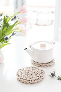 Beautiful, simple DIY Finger Knit Rope Trivet-6083