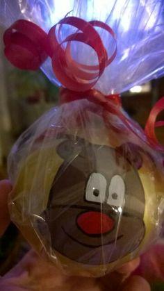 Bola navideña dorada hecha a mano con un reno , un regalo perfecto para estas navidades