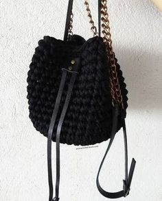 Diy Necklace, Diy Earrings, T Shirt Yarn, Knitted Bags, Leather Working, Perler Beads, Crochet Projects, Bucket Bag, Knit Crochet