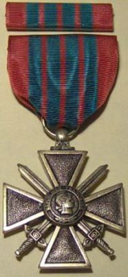WW II French Croix de Guerre Military Medal & Ribbon