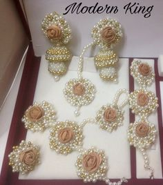 Uploaded by Find images and videos on We Heart It - the app to get lost in what you love. Flower Jewellery For Mehndi, Bead Jewellery, Beaded Jewelry, Flower Jewelry, Indian Wedding Jewelry, Bridal Jewelry, Indian Jewelry, Jewelry Patterns, Bridal Accessories