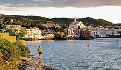 No pack, no problem: morning miles in Cadaques, on the Costa Brava way. (Photo by Dan & Janine Patitucci)