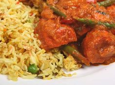 Vegetable jalfrezi with veggie fried rice - so good with nann and puppodums Indian Beef Recipes, Turkey Recipes, Asian Recipes, Dinner Recipes, Ethnic Recipes, Easy Recipes, Chicken Jalfrezi Recipe, Beef Masala, Vegetable Jalfrezi