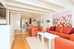This apartment has beautiful authentic details and is excellently located in the heart of the historic centre's area known as 'Negen Straatjes' (nine streets). It has three bedrooms and unique in the city centre it also has a terrace.