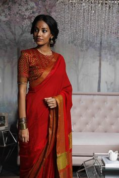 Plane silk saree goes with heavy worked same clr blouse - Saree Styles Saree Blouse Neck Designs, Fancy Blouse Designs, Blouse Patterns, Sari Dress, Dress Up, Tamil Saree, Dress Indian Style, Indian Dresses, Indian Outfits