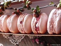 Mogyoró macaron meggyes töltelékkel Macarons, Baked Potato, Sushi, Recipies, Cookies, Baking, Ethnic Recipes, Food, Recipes