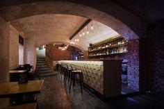 Wooden tiles Industrial bar design  Foto © Pavel Tománek
