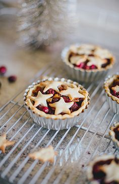 Mini Gluten-Free Cranberry Christmas Pie Recipe - Inspired By This Fresh Fruit Desserts, Cranberry Pie, Tasty, Yummy Food, Pizza Recipes, Sweet Tooth, Holiday, Christmas, Food Ideas
