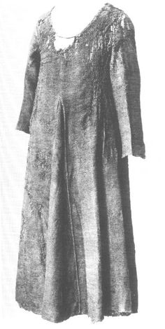 Herjolfsnes 42 mide-late 14th Most probably a man's garment quite heavy. It was pieced together both at the shoulders and in the sleeves. The back is quite a bit larger than the front, and the shoulder seams sit forward on the wearer. It's quite close-fitting, and the neck opening is rather large. The sleeves are also narrow and the armhole quite small. The sleeves have a 13cm long slit, edged with a row of backstitching. It was probably sewn up when worn.