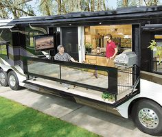 Camper Awnings– Safeguard Yourself From The Rain When Camping – Locations To Camp Kombi Motorhome, Bus Camper, Camper Life, Rv Campers, Motorhome Interior, Rv Life, Patio Kits, Patio Ideas, Luxury Motorhomes