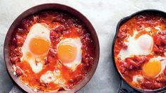 Enjoy Ottolenghi's Shakshuka with this simple recipe. This vegetarian dish is perfect for a lazy weekend brunch or quick, simple midweek supper. It's a simple egg recipe that everyone will adore! Best Brunch Recipes, Favorite Recipes, Breakfast Recipes, Dinner Recipes, Easy Egg Recipes, Free Recipes, Mediterranean Recipes, Food Menu, Meal Planning