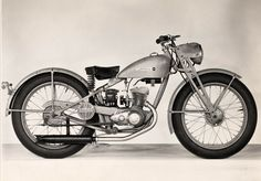 Production of American-made lightweight motorcycles begins with the model S. Various versions will be sold until 1966. | Harley-Davdsion 1948