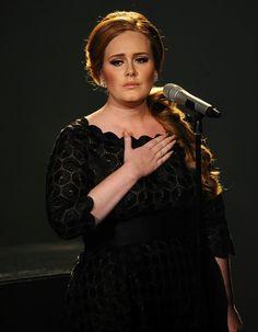 ADELE NE FERA PAS SON RETOUR AVANT 2015.... Les fans d'Adele devront encore patienter. Contrairement à la rumeur, la chanteuse ne sortira pas son nouvel album à la fin de l'année.