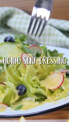 Honig-Senf-Dressing With the honey mustard dressing, your salad will be as delicious as never before! Suitable for every type of salad! Best of all, you can prepare it in a screw-top jar and easily store it in the fridge. Lunch Recipes Indian, Salad Recipes Healthy Lunch, Salad Recipes For Dinner, Chicken Salad Recipes, Juice Recipes, Soup Recipes, Clean Eating Soup, Clean Eating Recipes, Honey Mustard Dressing