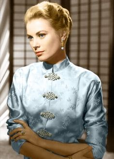Grace Kelly in a Chinese dress cheongsam qipao movie star vintage fashion Moda Grace Kelly, Grace Kelly Style, Hollywood Stars, Classic Hollywood, Old Hollywood, Hollywood Icons, Princesa Grace Kelly, Divas, Patricia Kelly