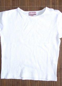 À vendre sur #vintedfrance ! http://www.vinted.fr/mode-enfants/filles-chemises-et-t-shirts/24025632-t-shirt-blanc-uni-fille-4-ans