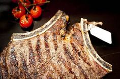 The 1 kg of beef steak order Sirloin Steaks, Beef Steak, Burritos, Main Meals, Crowd, Side Dishes, Restaurant, Breakfast Burritos, T Bone Steak