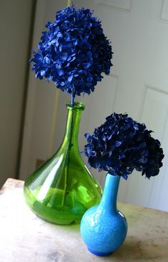 Spray Painted Dried Hydrangeas - it's late September, the perfect time to pick hydrangeas and give this a try.