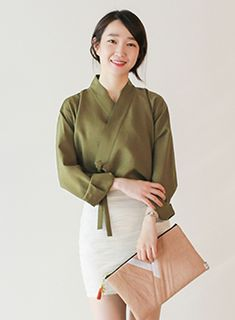 Gorgeous lines, pair with skinny pants. Could also make black/navy sheer, and/or add a different color for the collar Korea Fashion, Japan Fashion, Girl Fashion, Fashion Outfits, Womens Fashion, Fashion Design, Korean Traditional Dress, Traditional Fashion, Traditional Dresses