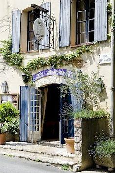 Maison bleue en Provence