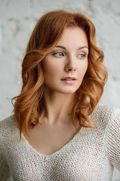 Darkish crimson hair Clear complexion with a delicate and stylish face. Dreamy look. Crimson Hair, Red Heads Women, Red Hair Woman, Red Hair Female, Female Face, Fair Complexion, Redheads Freckles, Dark Red Hair, Light Red Hair