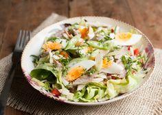 Hoeveelheid: 4 personen Prep Time: 25 minutes Paleo salade met makreel By Mitch 10 april 2015 In deze salade zitten alle voedingstoffen die je nodig hebt en mag zichzelf met recht dan ook een paleo salade noemen. Ingrediënten Eieren - 4 Gerookte makreelfilet - 250 gram Dijon mosterd - 2 eetlepels Olijfolie - 3 eetlepels …