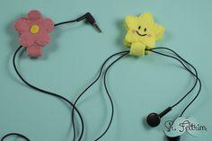 DIY Organizador de fios #wire #felt #DIY #tutorial #flower #flor #feltro #YouTube #organization #selfmade #handmade Youtube, Feltro, Strands, Colors, Organizers, Youtubers, Youtube Movies