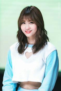 momo - twice K Pop, Kpop Girl Groups, Korean Girl Groups, Kpop Girls, Nayeon, Sana Momo, Twice Kpop, Dahyun, Hirai Momo