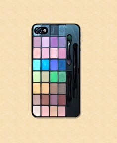 Omg a phone case that looks like an eyeshadow palette how awesome ia that!? If rhey make these for Samsung galaxids jd totally get one (not an iphone person).