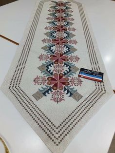 Cross Stitch Designs, Cross Stitch Patterns, Diy Crafts Hacks, Hand Embroidery Designs, Cross Stitch Flowers, Cross Stitch Embroidery, Bohemian Rug, Elsa, Crochet
