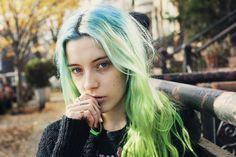 Chloe Norgaard Blue Hair Beauty / Sarina Flores / Sarinaflores.com