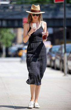 Dakota-Johnson-Mastery-Look-Street-Stil - beruhmtheit Estilo Dakota Johnson, Dakota Johnson Stil, Dakota Johnson Street Style, Dakota Style, Dakota Mayi Johnson, Style Rock, Look Street Style, Her Style, Latex Fashion
