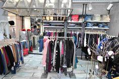 Χαμηλές τιμές σε επώνυμα γυναικεία ρούχα d768775e7f9