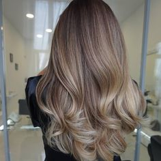 Fabulous Hair Color Ideas for Medium, Long Hair - Ombre, Balayage Hairstyles Beige Blonde Hair Color, Brown Blonde Hair, Hair Color Balayage, Brunette Hair, Blonde Hair With Highlights, Ombre Hair, Ombre Balayage, Beige Blonde Balayage, Bayalage