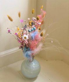 Murs Beiges, Happy Easter Everyone, Easter Flowers, Flower Aesthetic, Dried Flowers, Decoration, Flower Power, Planting Flowers, Flower Arrangements