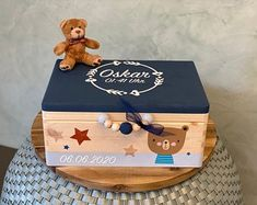 Kids Toy Boxes, Toy Storage Boxes, Kids Toys, Birthday Photo Frame, Birthday Photos, Wooden Memory Box, Wood Projects For Kids, Gift Bouquet, Cute Box