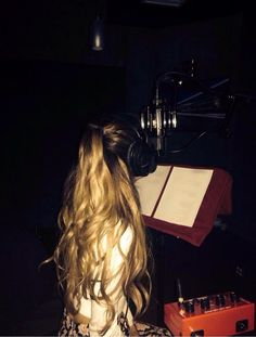 Ariana Grande man I can't wait for that second album and her hair is just BEAUTIFUL! Ariana Grande News, Ariana Grande Pictures, Dangerous Woman, Queen, Celebs, Celebrities, Role Models, Idol, Hair Styles