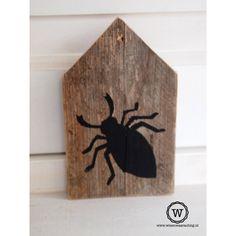 Sloophouten huis met #insect (groot)