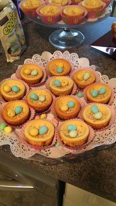Mini Oreo & lemon cheesecakes with toasted coconut and mini eggs 🐣🐰💐