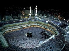 Is Kaaba an idol? Muslims worship Kaaba or black stone? What is the significance of Kaaba in Islam? Why Muslims touch or kiss the black stone? Hajj Video, Mecca Wallpaper, Hajj Pilgrimage, Mekkah, Dubai City, City That Never Sleeps, Islamic Pictures, Aesthetic Pictures, Nasa