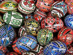 These are examples of Romanian Easter eggs. Both linear batik (similar to Ukrainian pysanky) and encaustic (colored wax left on an egg) techniques are used. Beatrix Potter, Easter Egg Designs, Ukrainian Easter Eggs, Egg Crafts, Easter Traditions, Faberge Eggs, Egg Art, Egg Decorating, Easter Treats