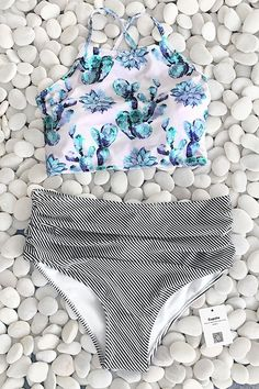 Assure that pool time is full of panache by sporting this Cupshe Succulent Plant Floral Bikini Set. Product Code: CYY740 Details: Floral top Withpadding bra Ti
