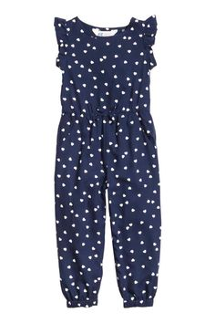 Patterned jumpsuit: Jumpsuit in a patterned airy weave with short frilled sleeves, press-studs on one shoulder, an elasticated seam at the waist, side pockets and elasticated hems. Little Girl Outfits, Baby Outfits, Kids Outfits, Baby Girl Dresses, Baby Dress, Diy Vetement, Jumpsuit Pattern, Kind Mode, Kids Wear