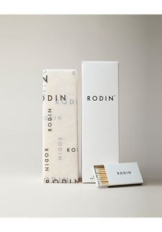Packaging - tissue for wine beautiful graphic design, branding and packaging design inspiration Candle Packaging, Pretty Packaging, Beauty Packaging, Brand Packaging, Product Packaging, Simple Packaging, Perfume Packaging, Luxury Packaging, Design Food